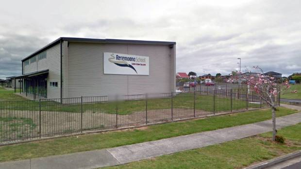 1526442685921 - Parents protest to end physical bullying at south Auckland school