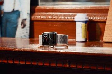 aHR0cDovL3d3dy5saXZlc2NpZW5jZS5jb20vaW1hZ2VzL2kvMDAwLzEwMC8xODkvb3JpZ2luYWwvMDA3OC1QdXJjaF82LTEtMjAxOC1Db3Zlci13YXRjaC1zdGFuZGFsb25lLmpwZw - Smartwatches Are Saving Lives, But Don't Call Them Doctor (Yet)