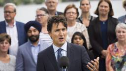 nsd114356754 high5 - Justin Trudeau expected to shuffle cabinet next week